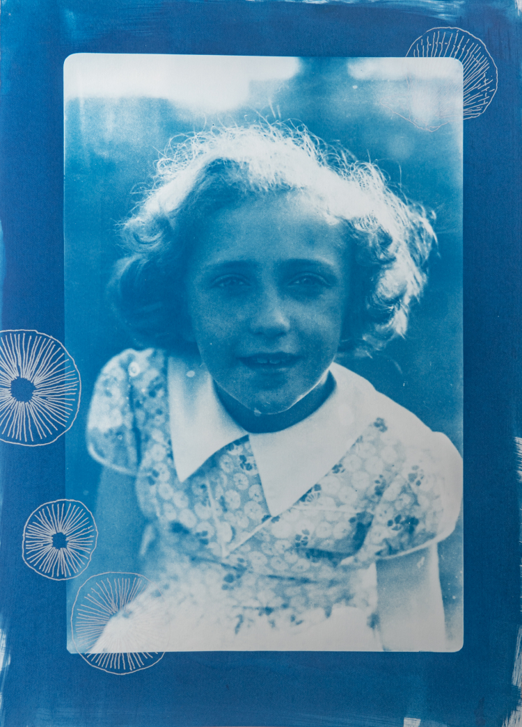 Young girl with trochocyathus. 1/4 V.E. Cyanotype and silkscreen on Fabriano © Jonathan Brennan, 2020